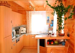 ログハウス内部のキッチン例
