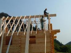 ログハウスの屋根タル木