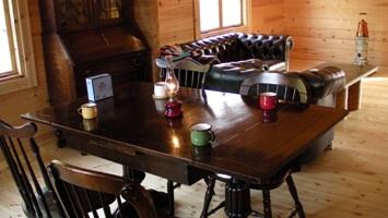 ログハウスに置く家具